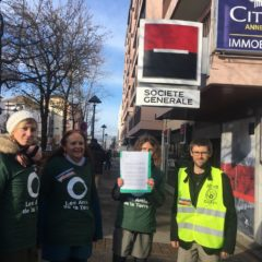Cinq activistes interpellent la Société Générale sur ses investissements climaticides