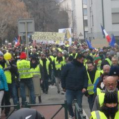 Énorme manifestation des gilets jaunes à Annecy : plus de 2000 personnes dans la rue