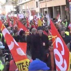 650 manifestants à Annecy avec une CGT prépondérante et des gilets jaunes indépendants