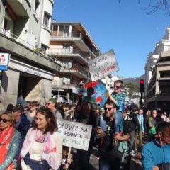 À Annecy, avec 3000 marcheurs pour le climat, la mobilisation s'amplifie