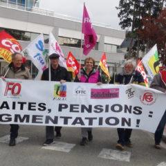 300 retraités dans la rue à Annecy pour dénoncer la sale politique anti-sociale de Macron.