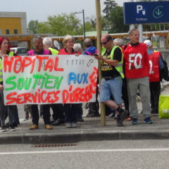 Les gilets jaunes solidaires du personnel en grève aux urgences d'Annecy