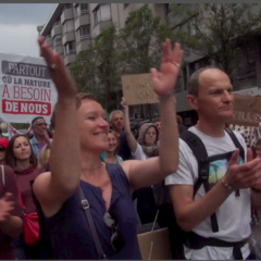 Joie et détermination des marcheurs et cyclistes pour le climat à Annecy ce 25 mai