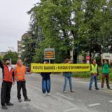 Extinction Rebellion bloque la circulation sur la rocade à Annecy pour alerter sur l'urgence climatique