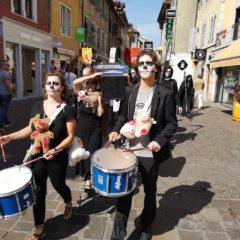 Procession funèbre «mort du vivant» à Annecy de «Extinction Rebellion»