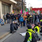 Hommage aux victimes des forces de l'ordre devant le commissariat d'Annecy