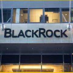 Macron nomme le président de BlackRock officier de la Légion d'Honneur en pleine réforme des retraites