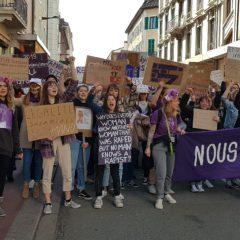 Une manifestation pour le droit des femmes dynamique et colorée  avec #NousToutes 74