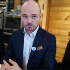 Avec 10,5 % des voix, Denis Duperthuy se maintient au deuxième tour au risque de favoriser la réélection de Jean-Luc Rigaut