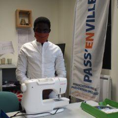 Modoulamin, jeune mineur isolé, fabrique des masques pour ses anciens éducateurs