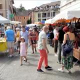 Annecy, humble Venise, s'offre le carnaval masqué des marchés