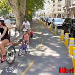 Fin de partie vélocipédiste devant la mairie