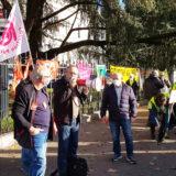 Retraités et gilets jaunes devant la préfecture pour défendre les victimes de la crise