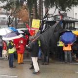 150 manifestants rassemblés sous la pluie à Annecy, déterminés à poursuivre la lutte contre la loi de sécurité globale.