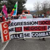 Face à la crise, 250 manifestants à Annecy veulent «construire ensemble le monde de demain»