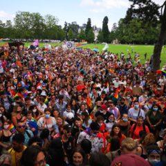 Annecy, «s'offre» deux super manifs avec plus de 4 500 personnes dans les rues. la marche des fiertés entre 2000 et 2 500 personnes. 2 500 pour les anti-Macron anti-masques
