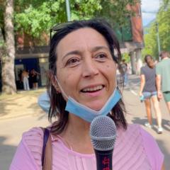 Giuseppina, italienne, salariée en France, manifeste contre l'obligation vaccinale
