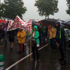 Samedi 7 août à Annecy, malgré la pluie, de très nombreux manifestants se mobilisent contre le passe-sanitaire et le gouvernement Macron